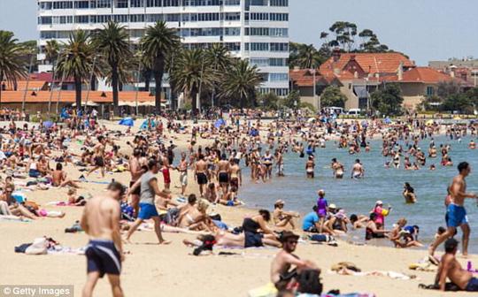 Australia nắng nóng cực điểm tan chảy cả nhựa đường - Ảnh 1.