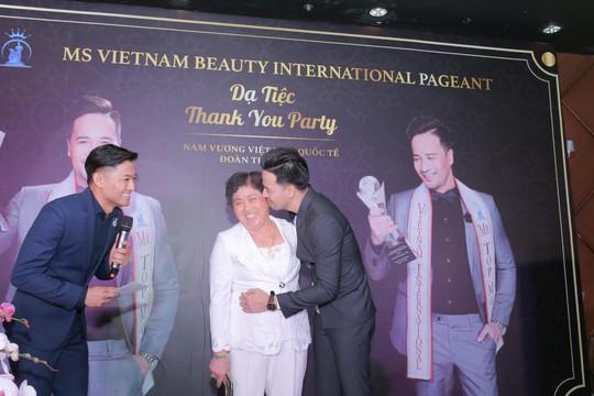 Đoàn Thanh Tài - Quý Bình bán tranh gây quỹ từ thiện - Ảnh 2.