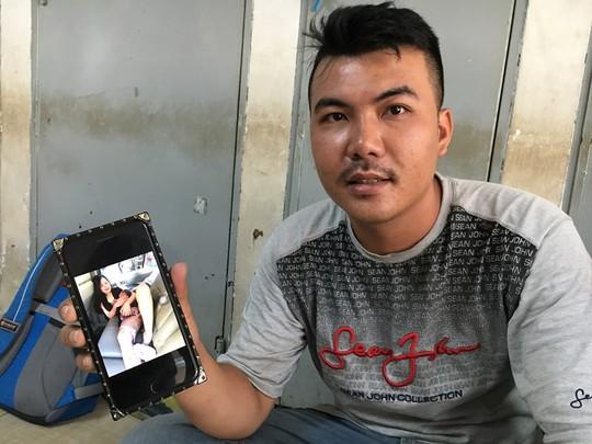 Chồng đỡ đẻ cho vợ ngay trên xe ở Sài Gòn - Ảnh 1.