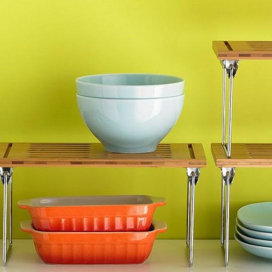 Bí kíp sắp xếp căn bếp gọn gàng mà không cần cabinet chứa đồ - Ảnh 2.