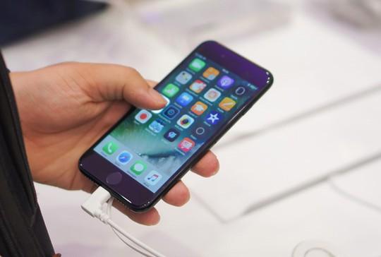 Gần Tết, giá iPhone 7/7 Plus cũ lao dốc vì ế ẩm - Ảnh 2.