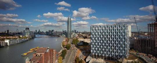 Mục sở thị đại sứ quán tỉ đô của Mỹ vừa mở cửa tại London - Ảnh 1.