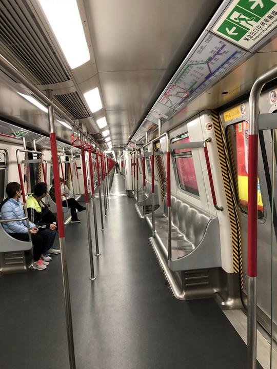 Vì sao khách nước ngoài mê tàu điện ngầm Hong Kong? - Ảnh 1.