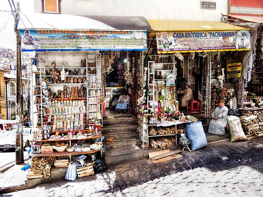 Bí ẩn trong khu chợ bùa ngải ma thuật lớn nhất thế giới - Ảnh 2.