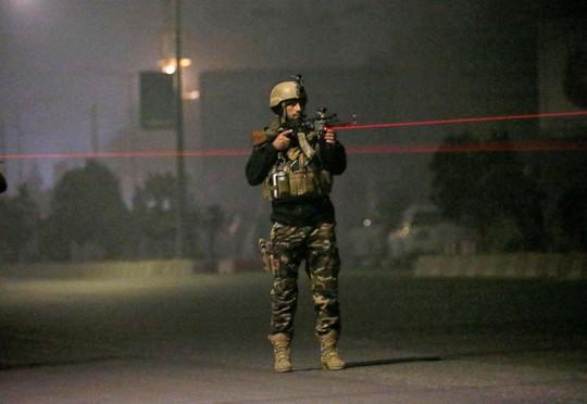 Tránh đám cưới, Taliban dời ngày tấn công khách sạn - Ảnh 2.