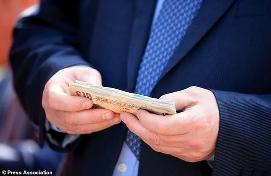 1% người giàu nhất nắm 82% tài sản thế giới - Ảnh 1.
