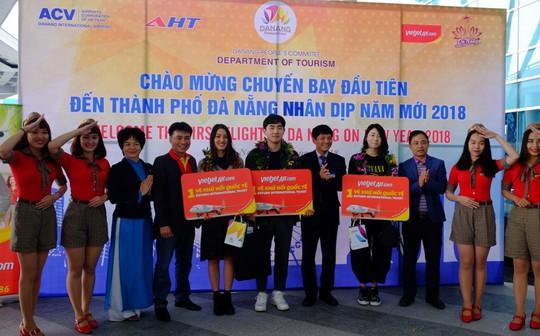 Vietjet tưng bừng chào đón những hành khách đầu tiên năm 2018 - Ảnh 11.