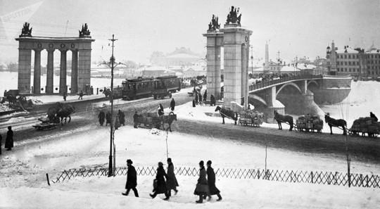 """Chùm ảnh so sánh thủ đô Moscow """"100 năm: ngày ấy - bây giờ"""" - Ảnh 15."""