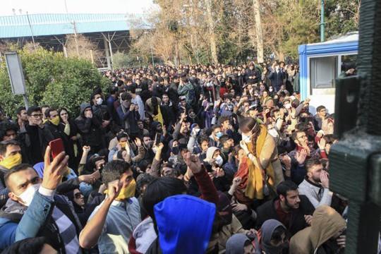 Iran: Cố trộm súng cảnh sát, 6 người biểu tình thiệt mạng - Ảnh 3.