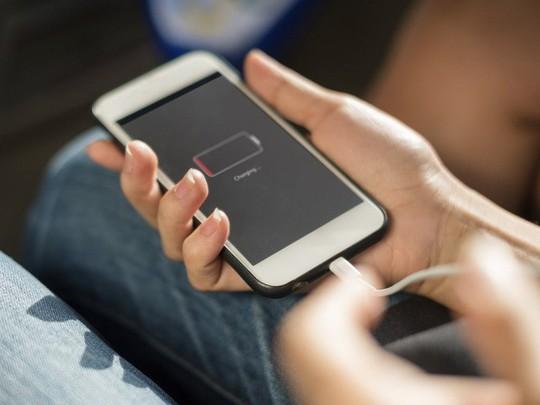 4 thói quen sạc pin tưởng như gây hại nhưng lại tốt cho smartphone - Ảnh 3.