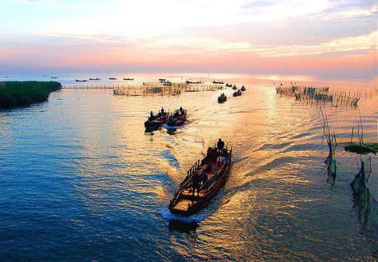 Trung Quốc xây dựng đường hầm cao tốc dài hơn 10km xuyên qua hồ nước - Ảnh 3.