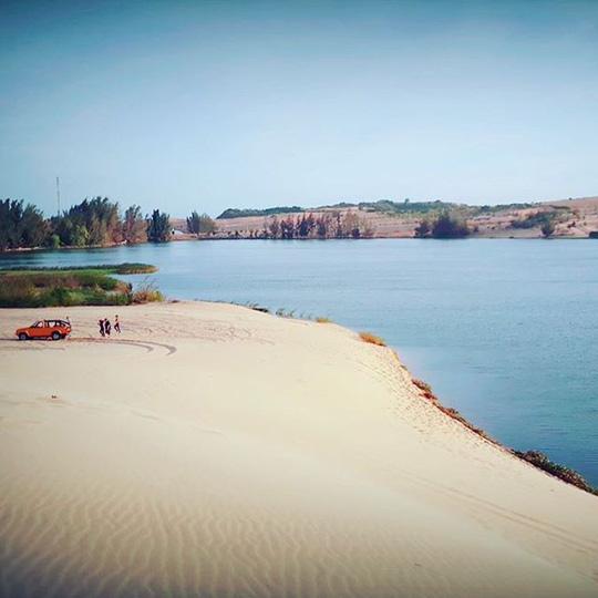 """Check in """"ốc đảo xanh giữa lòng sa mạc"""" đang gây sốt ở Bình Thuận - Ảnh 3."""