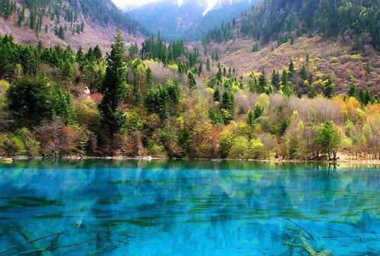 """Các hồ nước """"biến hình"""" đủ màu sắc đẹp đến ngỡ ngàng - Ảnh 9."""