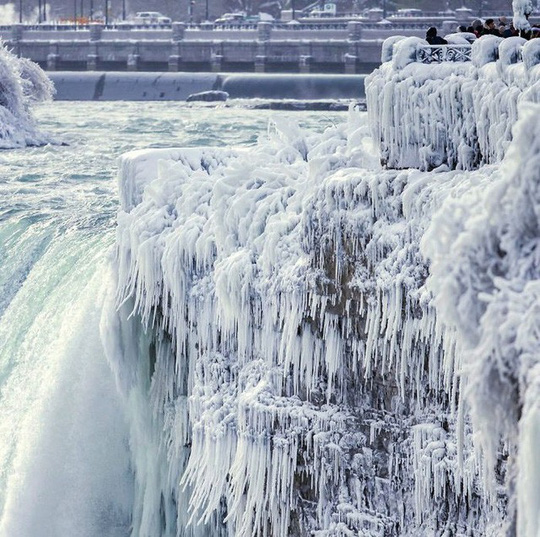 Giật mình trước chùm ảnh về mùa đông lạnh giá ở Bắc Mỹ - Ảnh 4.