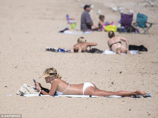 Australia nắng nóng cực điểm tan chảy cả nhựa đường - Ảnh 4.