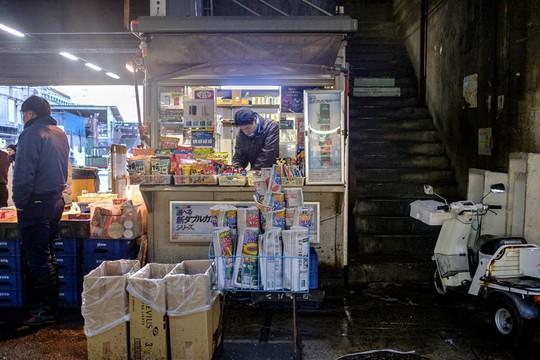 Chợ cá lớn nhất thế giới ở Nhật Bản - nơi bán những con cá triệu USD - Ảnh 6.