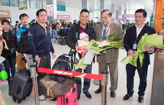 Vietjet tưng bừng chào đón những hành khách đầu tiên năm 2018 - Ảnh 7.
