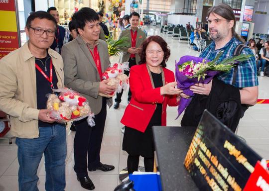 Vietjet tưng bừng chào đón những hành khách đầu tiên năm 2018 - Ảnh 8.