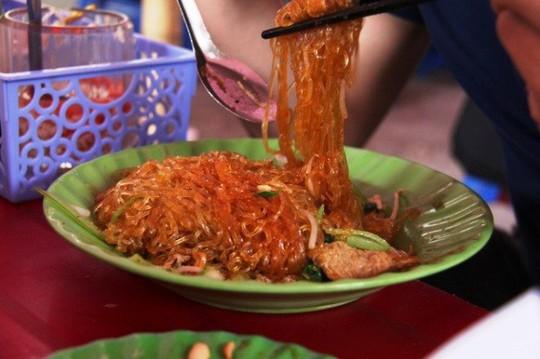 Những quán ăn phải xếp số nhưng vẫn nườm nượp khách ở Hà Nội - Ảnh 8.