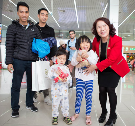 Vietjet tưng bừng chào đón những hành khách đầu tiên năm 2018 - Ảnh 10.