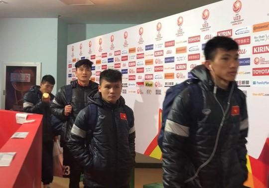 Clip: U23 Việt Nam bình thản sau chiến thắng nức lòng người hâm mộ - Ảnh 2.