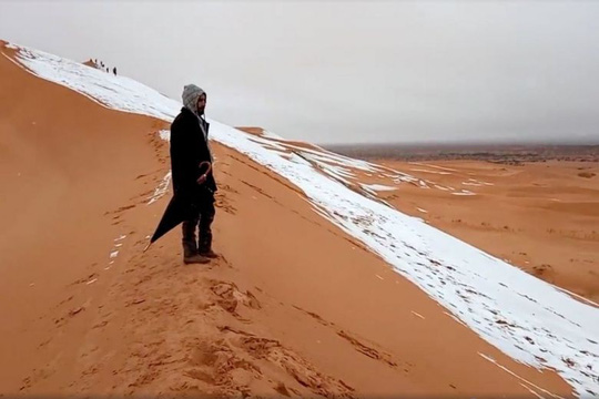 Trung Quốc: Lạnh đến mức tóc đóng băng ngoài trời - Ảnh 3.