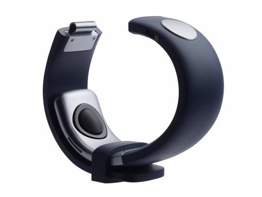Vòng đeo tay nhận điện thoại qua ngón tay - Ảnh 2.