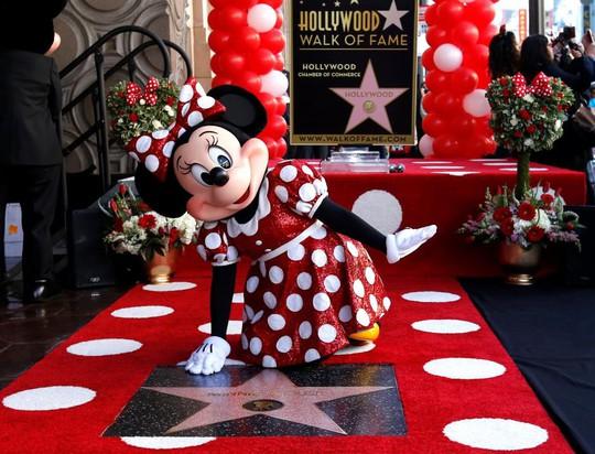 Sau 90 năm chờ đợi, bạn gái chuột Mickey được nhận sao - Ảnh 1.