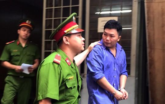 Trộm lô hàng hiệu hơn nửa tỉ đồng, tuồn vào Sài Gòn Square - Ảnh 1.