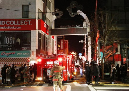 Khủng bố lao xe ở Tokyo ngày đầu năm, 9 người bị thương - Ảnh 1.