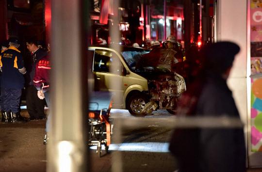 Khủng bố lao xe ở Tokyo ngày đầu năm, 9 người bị thương - Ảnh 3.