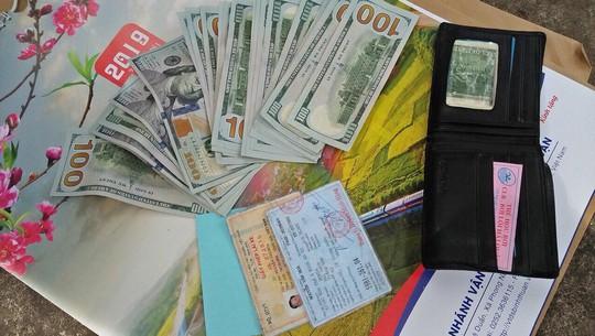 Bỏ quên 3.000 USD trên tàu hoả, khách được trả lại ngày cuối năm - Ảnh 1.
