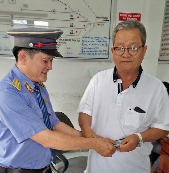 Bỏ quên 3.000 USD trên tàu hoả, khách được trả lại ngày cuối năm - Ảnh 2.