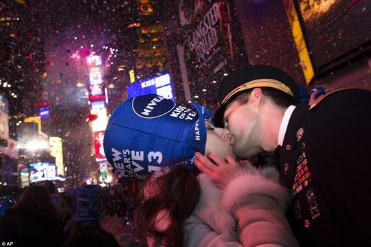 """Ông Trump """"than thở"""" trong video mừng năm mới - Ảnh 4."""