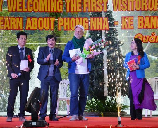 Du khách đặc biệt xông đất Vương quốc hang động Quảng Bình - Ảnh 3.