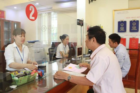 Bộ Tư pháp vào cuộc xem xét quy định cấm ghi hình tại nơi tiếp dân của Hà Nội - Ảnh 1.