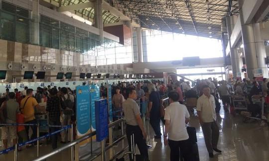 Hạn chế người đưa tiễn tại sân bay Nội Bài từ 15-1 - Ảnh 1.