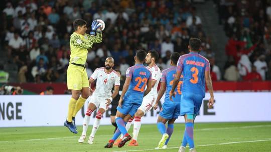Ấn Độ thua UAE, cục diện bảng A trở nên kịch tính - Ảnh 3.