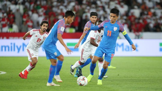 Ấn Độ thua UAE, cục diện bảng A trở nên kịch tính - Ảnh 2.