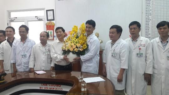 Thứ trưởng Bộ Công an chúc mừng ê-kíp cứu người gặp nạn trên đèo Hải Vân - Ảnh 1.