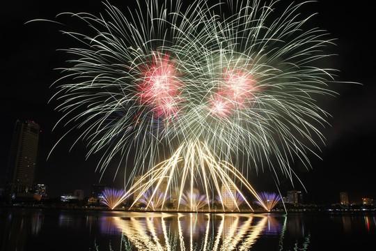 Lễ hội Pháo hoa quốc tế Đà Nẵng đứng đầu Top 5 sự kiện văn hóa tiêu biểu nhất 2018 - Ảnh 2.