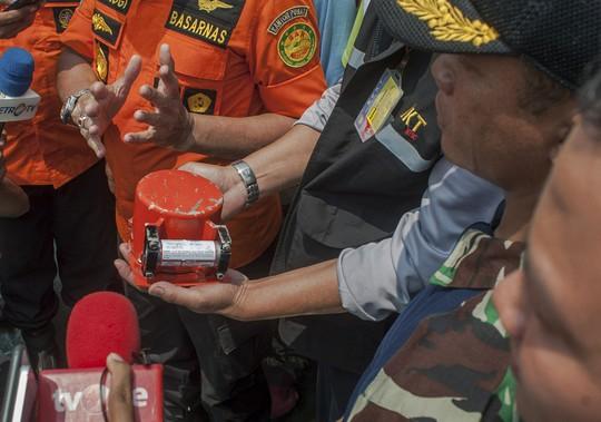 Tìm thấy hộp đen máy bay Indonesia lao xuống biển hồi tháng 10-2018 - Ảnh 2.
