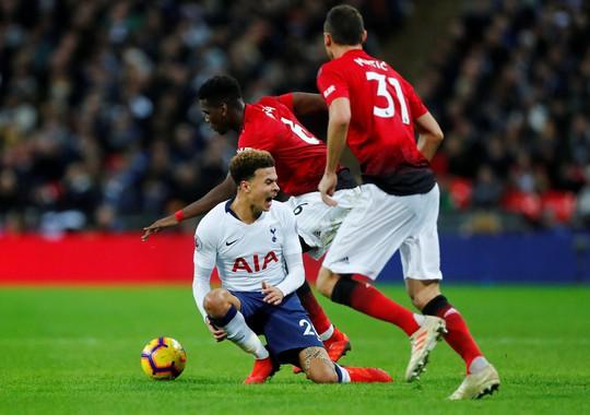 Bình luận viên: Pogba đáng bị đuổi vì chơi xấu - Ảnh 2.