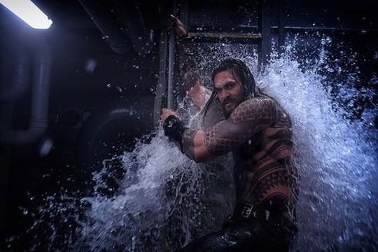 """Phim """"Aquaman"""" doanh thu vượt mốc 1 tỉ USD - Ảnh 1."""
