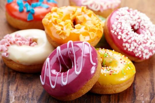 Uống thuốc cường dương, nhìn đâu cũng thấy... bánh doughnut - Ảnh 1.
