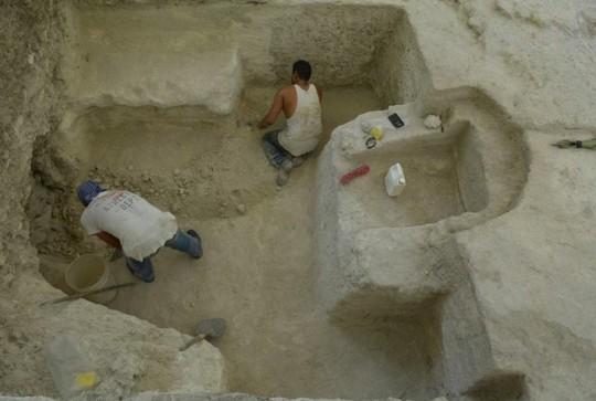 Ngã ngửa khi mở cửa mộ cổ Maya 2.500 tuổi - Ảnh 2.