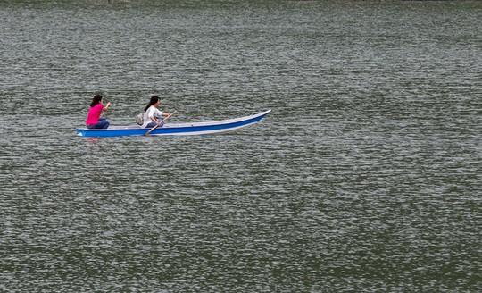 Hồ nước nổi tiếng với món gà đốt ở An Giang - Ảnh 5.
