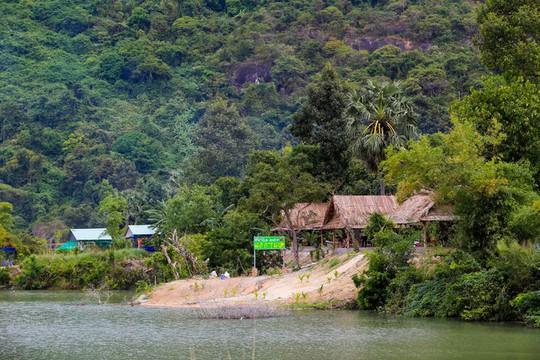 Hồ nước nổi tiếng với món gà đốt ở An Giang - Ảnh 6.