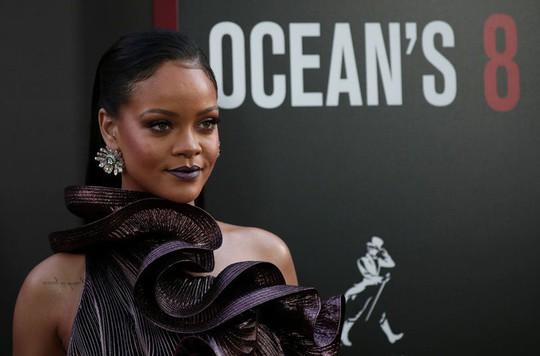 Người đẹp Rihanna khởi kiện cha mình - Ảnh 1.