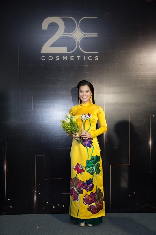 Son môi 2BE - Chinh phục sự khó tính của các hoa hậu, người đẹp Việt - Ảnh 2.